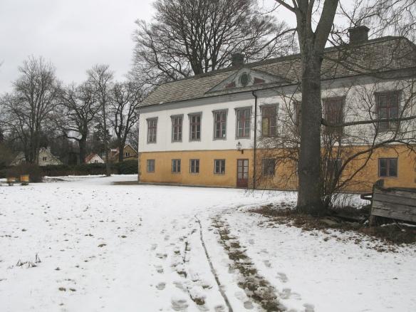 Rosenlunds herrgård i början av mars 2016. Snö. Kall vind från Vättern.
